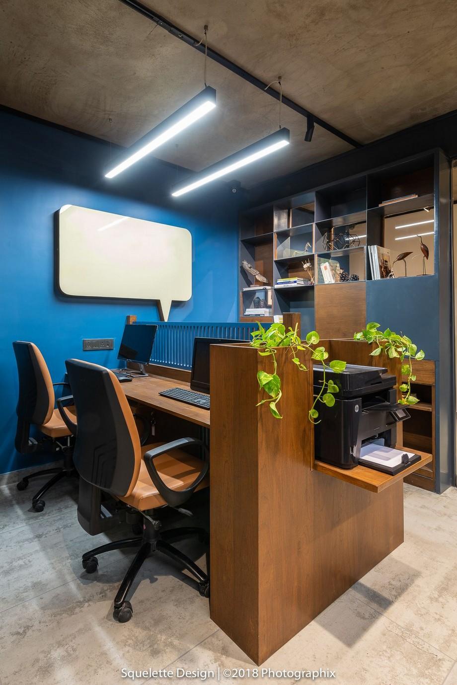 THiết kế nội thất văn phòng 10m2 dưới đây vẫn không quên điểm nhấn la cây dây leo mềm mại
