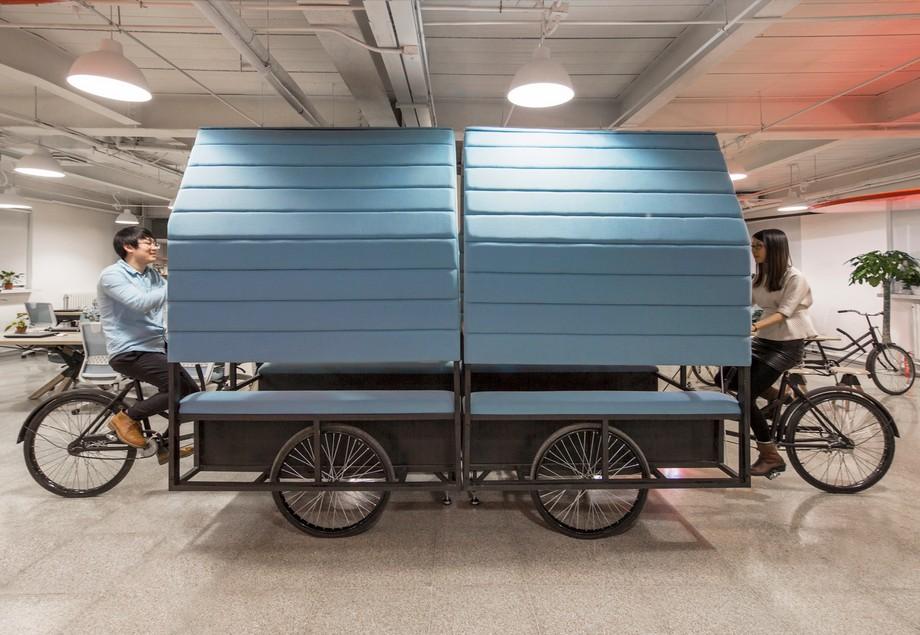 thiết kế nội thất văn phòng lần nữa được ứng dụng khi có thể kết hợp nhiều vị trí ngồi làm việc vào cùng nhau
