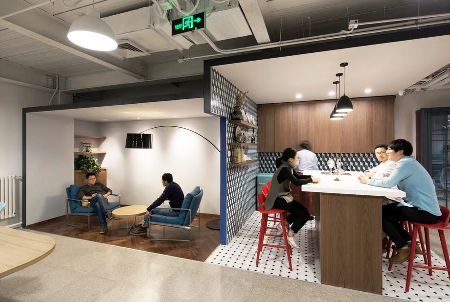 Khu vực bếp văn phòng với xu hướng xanh tự nhiên