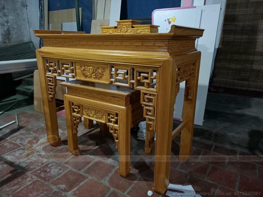 Bộ tam cấp trên mặt bàn thờ chính tạo nên nét chấm phá khá độc đáo tiện dụng để đồ thờ cúng