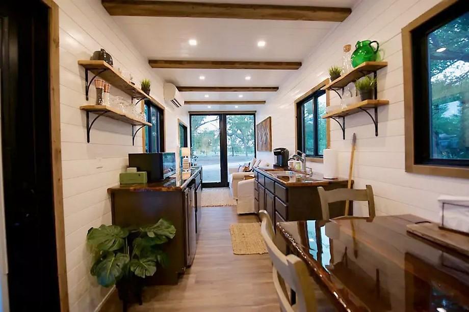 Phòng khách và phòng bếp trong cùng một không gian