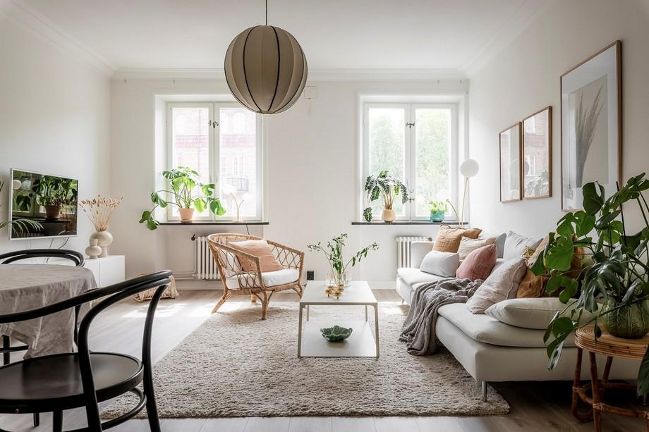 Phòng khách toát lên vẻ đẹp nền nã của sofa, của thảm trải sàn, của cây cỏ...