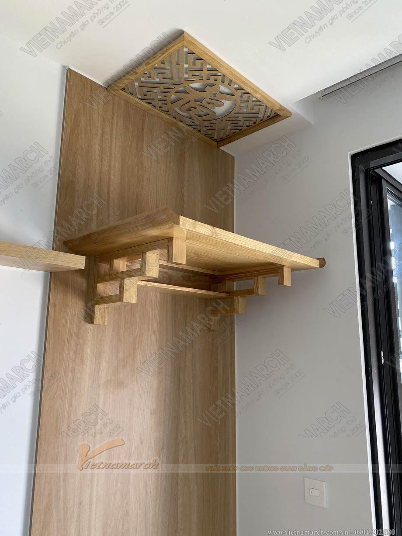 Mẫu bàn thờ treo tường gỗ sồi màu tự nhiên cho chung cư
