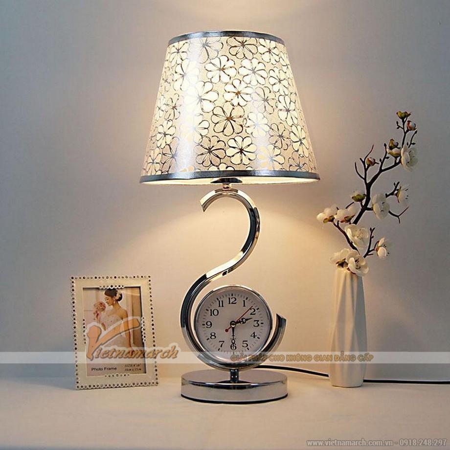 Đèn ngủ để bàn thông thường công tắc có thể điều chỉnh được cường độ ánh sáng đọc sách