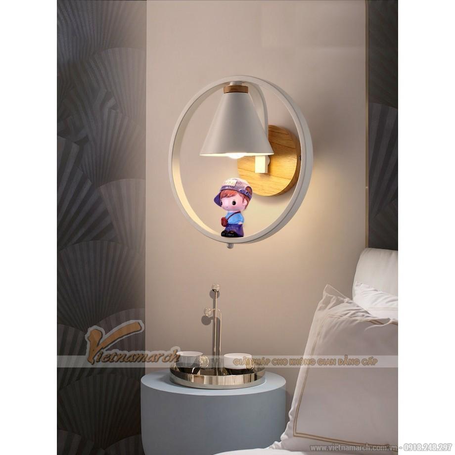 Đèn ngủ cho bé treo tường hình cậu bé ngồi trong vòng tròn