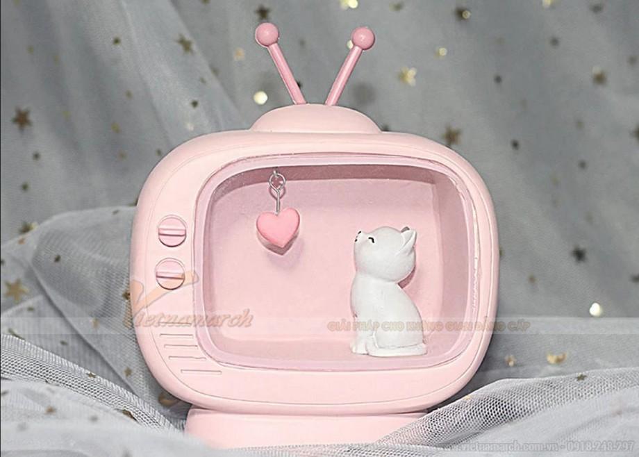 Đèn ngủ cho bé gái để bàn hình mèo trong tivi
