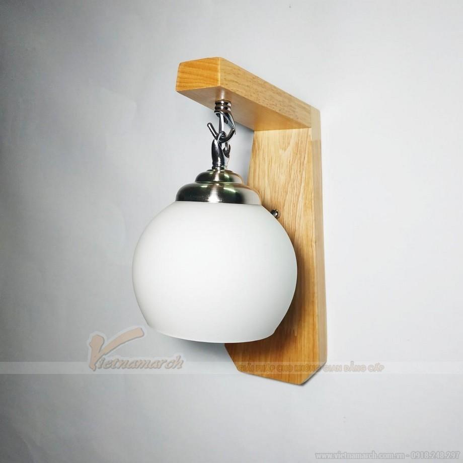 Đèn ngủ treo tường gỗ kết hợp đồng có thiết kế chao đèn hình tròn