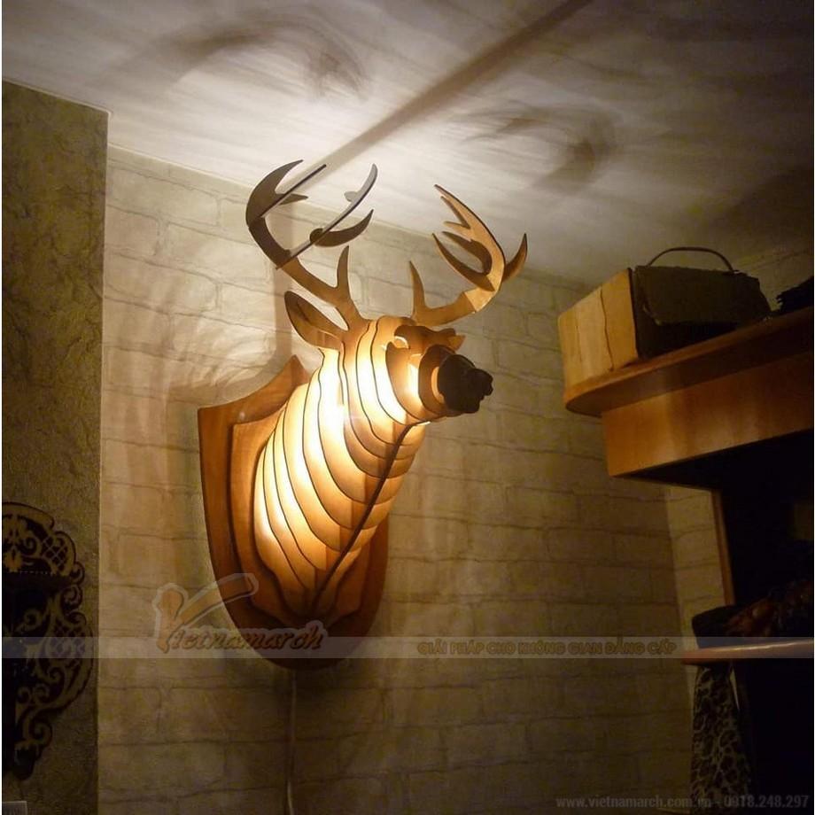 Đèn ngủ treo tường gỗ kích thước lớn hình đầu hươu ấn tượng