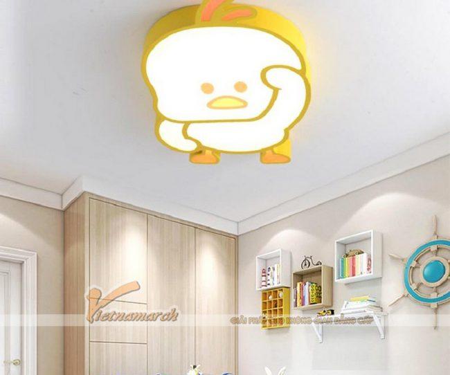 Bố trí đèn phòng ngủ cho bé trần bê tông hình chú vịt vàng