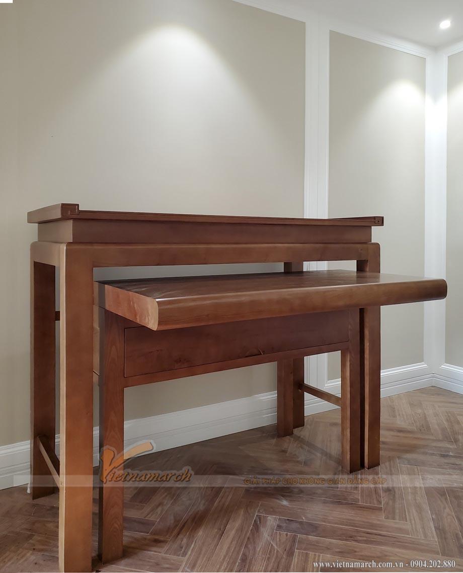 Mặt bàn cơm có thể kéo rộng ra để chứa mâm cơm cúng.